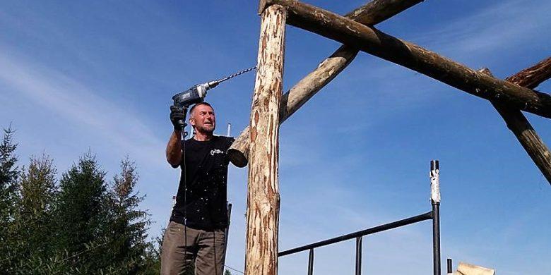 Jedyny w swoim rodzaju tor z drewna bez obróbki powstaje właśnie w Bieszczadach